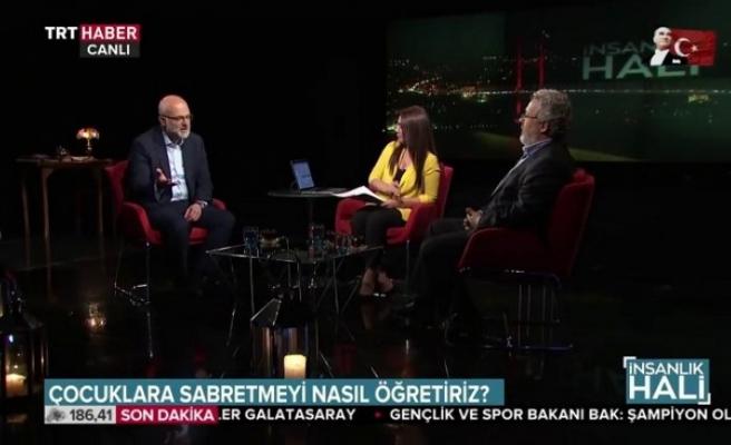 """TRT'de yayınlanan """"İnsanlık Hali""""ne Yılın Kültür Sanat Programı ödülü"""