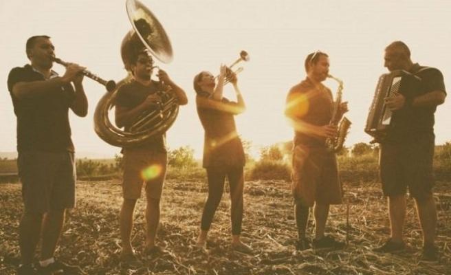 Balkan Şarkılarıyla Gelsin Bahar: Kolektif İstanbul