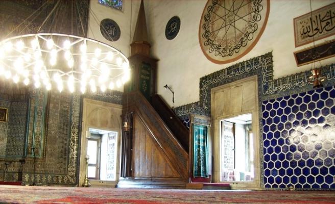 Yeşil Cami mihrabı Sadi'nin o beytini ağırlıyor