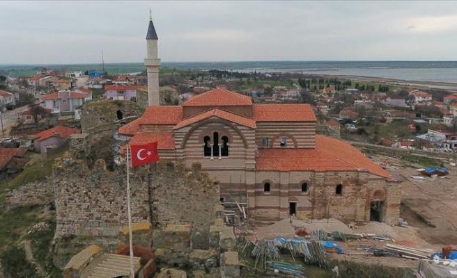 Vakıfların ayağa kaldırdığı sit alanındaki caminin bir köşesi müze olacak