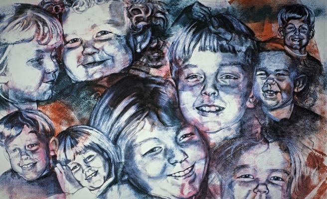 Sırma saçlıların badem gözlülerin kitabı: Yaşayan Portreler