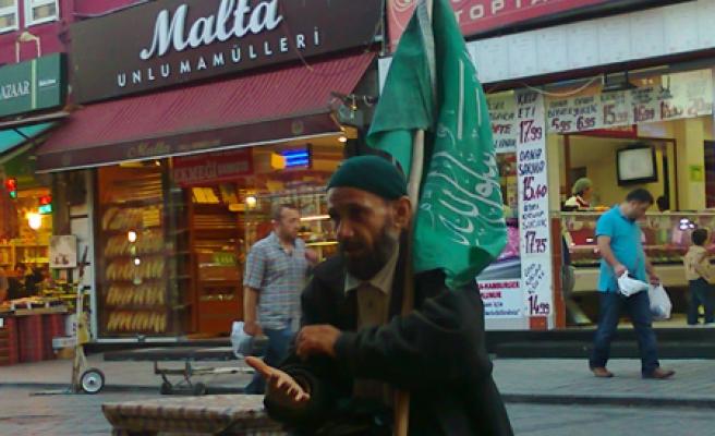 Elinde tevhid bayrağı ile Fatih'te...