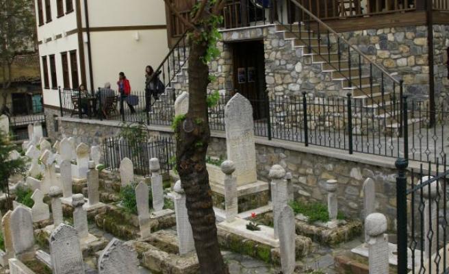 Bursa'da hazireler restore ettiriliyor