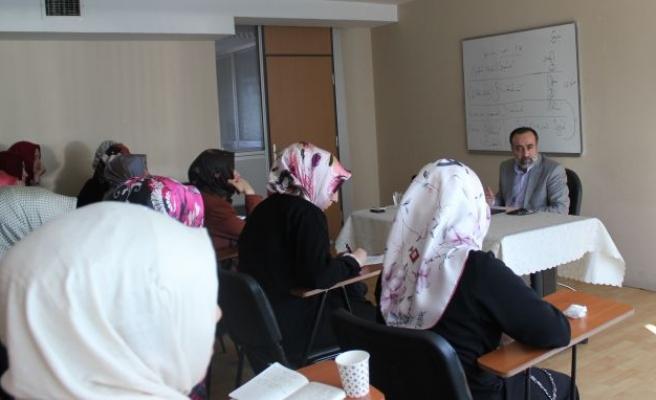 Ebubekir Sifil hanımlara konuştu