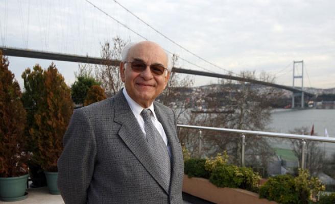 Uğur Derman Kazasker İzzet'i anlatacak