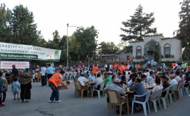 Kayseri'de 6 camide kılınıyor hatimle teravih