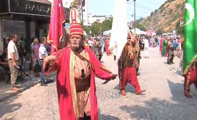 Kosova'da kültürel etkinlikler doludizgin (Video Haber)