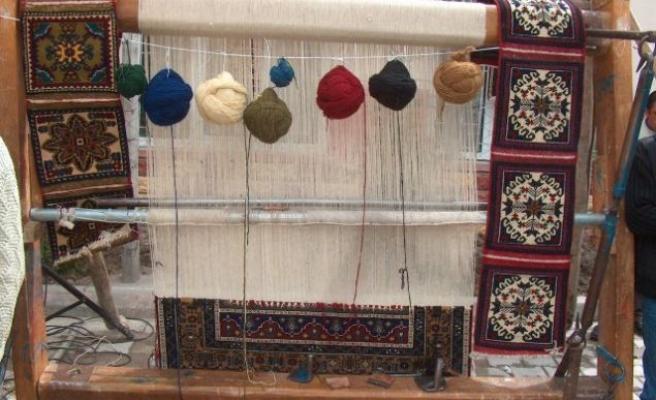 Arnavutluk'ta kilim dokuma işi hâlâ yaygın (Video Haber)