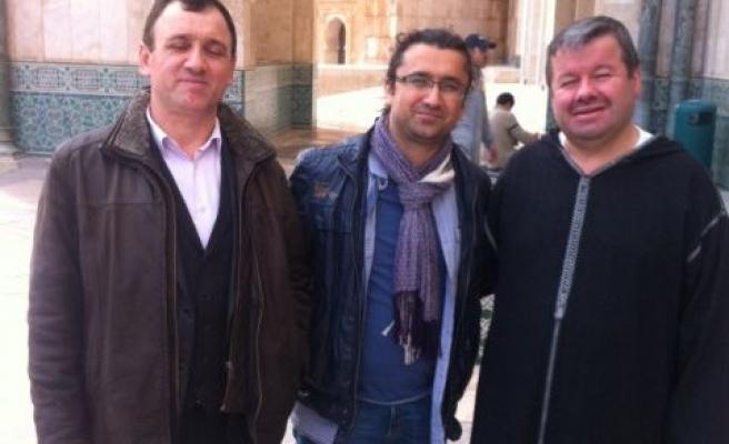 Müslüman mahkûmlara imamlık yapıyorlar