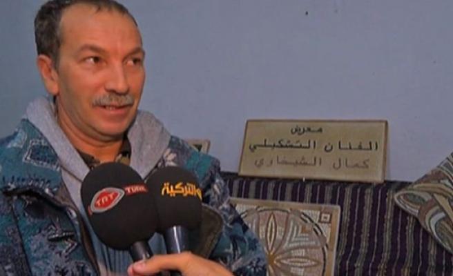 Tunuslu Kemal Şehavi 35 yıldır 'mozaik örüyor'