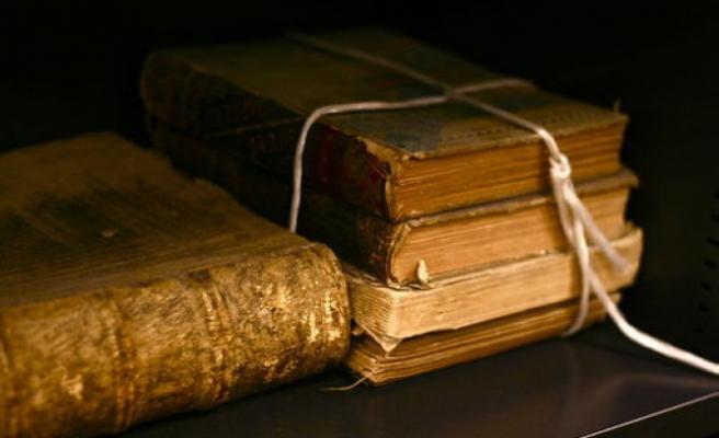 Eski kitaplar size hikâyeleriyle birlikte gelir