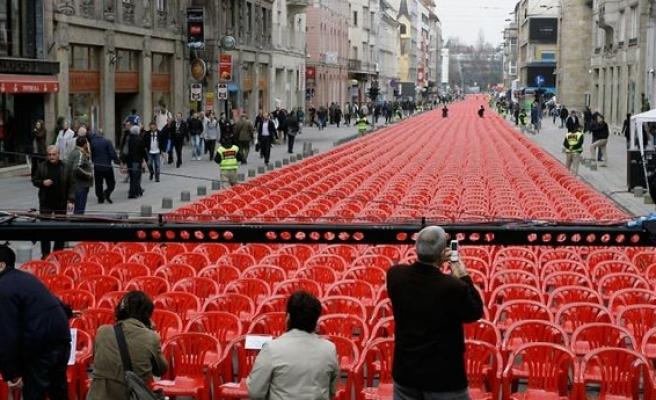 Kırmızı hatta 11 bin 541 sandalye (video)