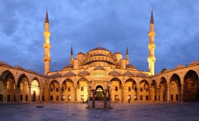 Sultanahmet'te garip güzel eylem!