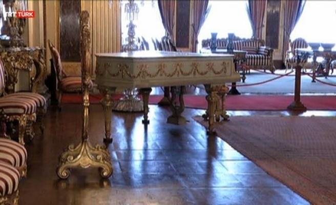 Dolmabahçe Sarayı'nı 12 piyano süslüyor (video)