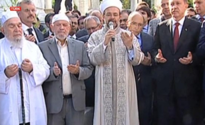 Eyüp Sultan türbesi ziyarete açıldı (video)