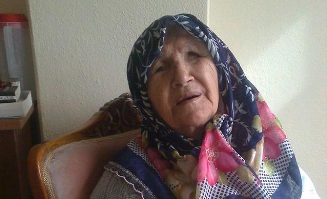 97 yaşında bir felçlinin duaya teslim oluşu