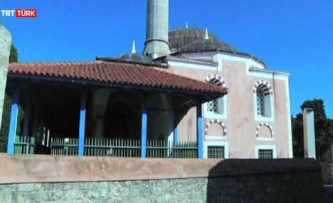 Günde bir kez ibadete açılan cami (video)