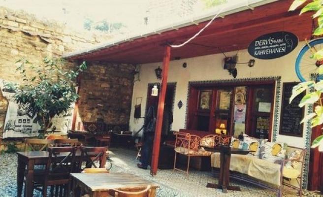 Balat ve Cihangir'de Derviş Baba kahvehanesi (video)