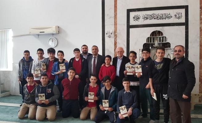 'Camideki şair' camide anıldı