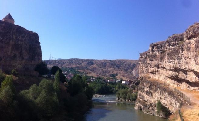 Bir Köy Ziyaretinden Notlar: Yitirilen Güzelliklere İncelikli Bir Ağıt