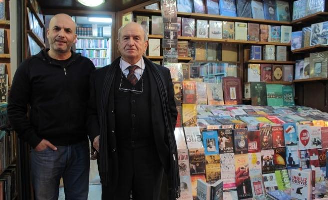 Turan Türkmenoğlu ile Sahaflar Çarşısı'na Bir Bakış