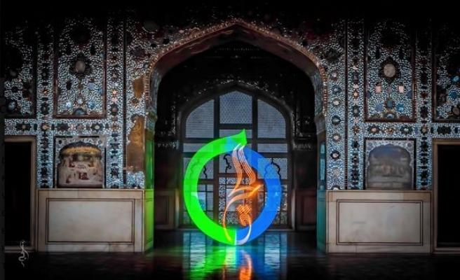 Hüsn-i Hat ile Fotoğraf Sanatının Birleştiği Yer: JZ Aamir'in Işık Kaligrafisi