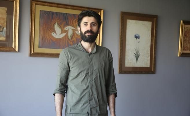 Ebru'yu Resimle Birleştiren Bir Sanatçı Garip Ay