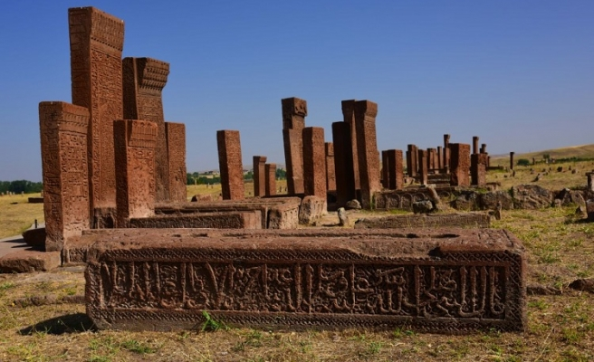 Övünç Kaynağı Bir Miras: Selçuklu Meydan Mezarlığı