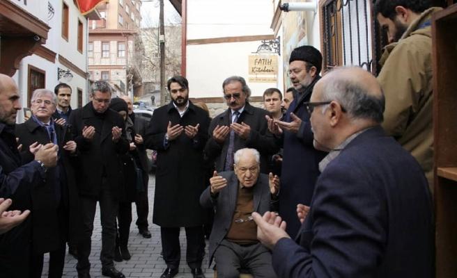 Fatih Kitabevi Yeni Mekânında Kapılarını Dualarla Açtı