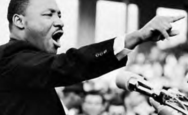 Devrimin şarkısı olmalı