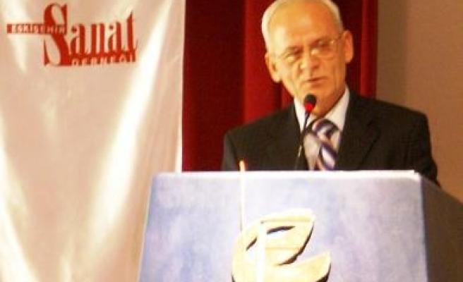 Mustafa Özçelik'e Yunus Emre Ödülü