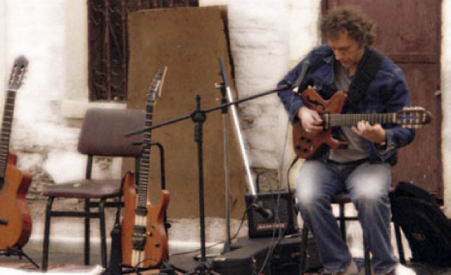 Aşkın Elif hali bir müzisyen!