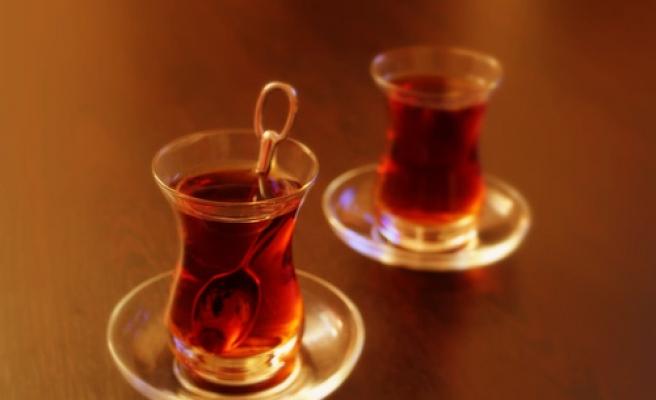 Usta İki Çay, Biri Açık Olsun!
