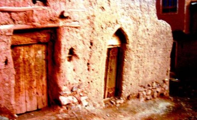 İsfahan'ın Ötesinde Kızıl Topraklar...