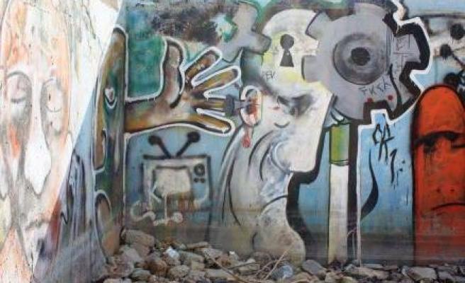 Tahran'ın Duvarları Konuşuyor