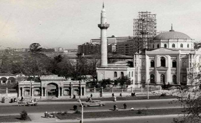 """""""Osmanlı İstanbul'unda Kadın Bani Yapıları Haritası"""" sergisi"""