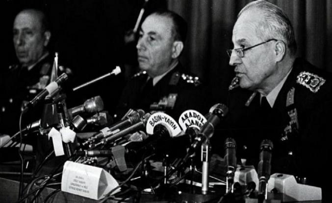 İstiklâl Marşı'nın gölgesine sığınan Kemalist ideolojik söylem
