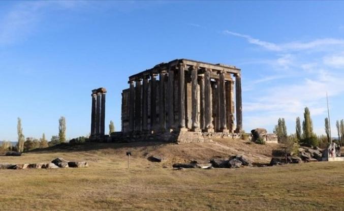 Aizanoi Antik Kenti'ndeki Zeus Tapınağı'nın anıtsal kutsal alan giriş yapısı bulundu