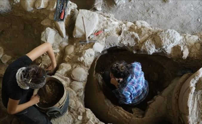 Balıkesir'deki Antandros Antik Kenti'nde 2 bin 400 yıllık pitos mezar bulundu