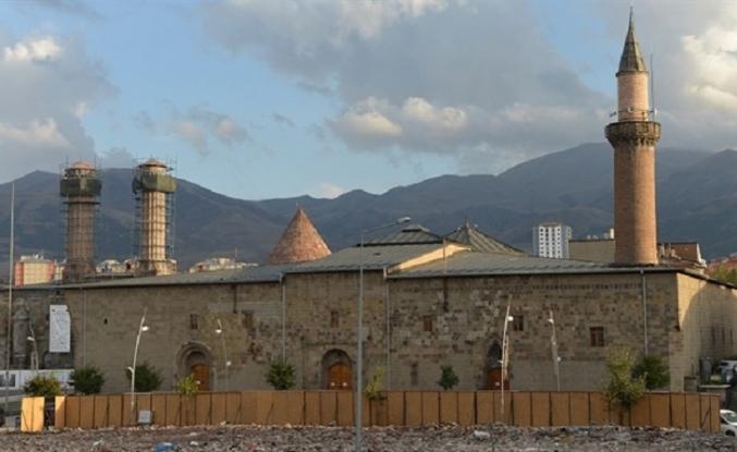 Halk İçinde Hakk ile Hemhal Bir Derviş: Erzurum Ulu Camii
